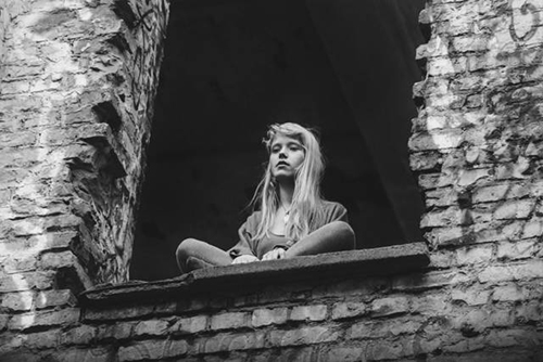 02-Alice_Phoebe_Lou